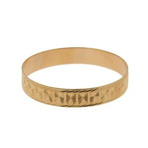 21Kt Yellow Gold Bangle with Diamond Cut Edging Finish